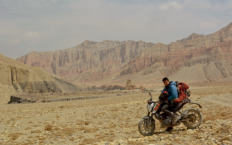 upper mustang motorbike tour with ktm duke
