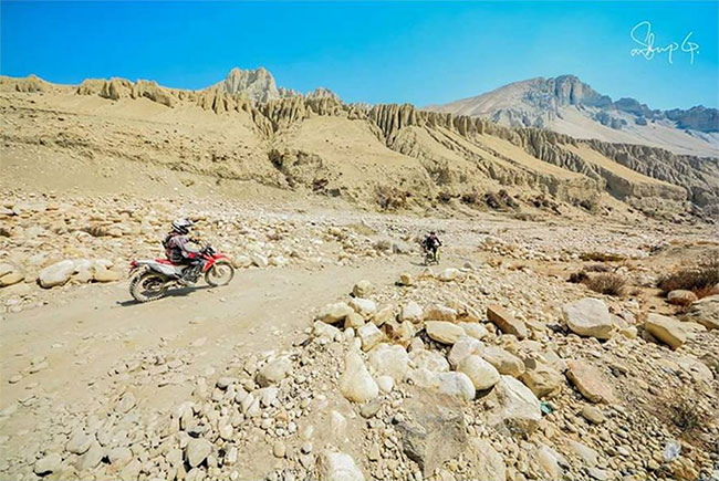 dirt bike tour to mustang