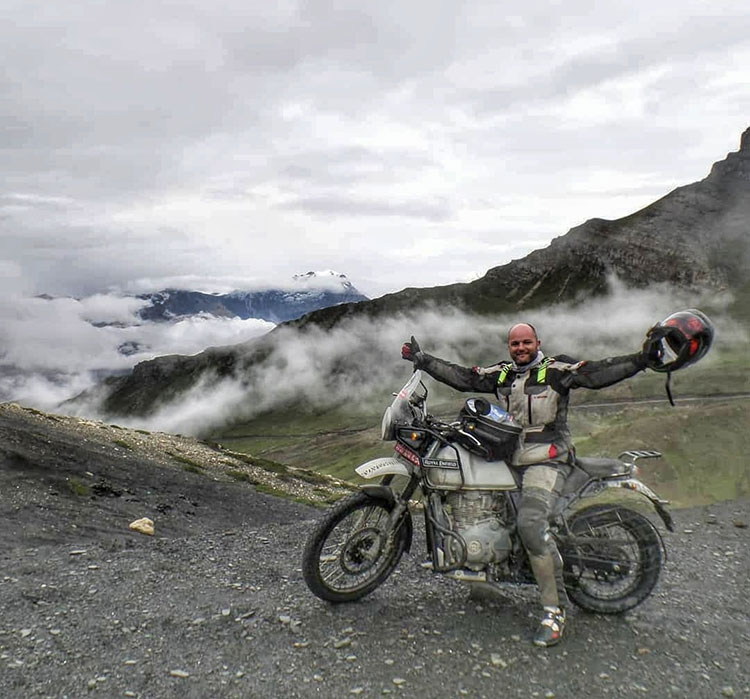 road to Everest motorbike tour nepal